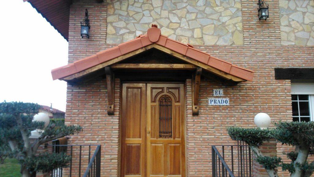 Con las marquesinas de madera podr s proteger tu entrada en la rioja - Marquesinas para puertas ikea ...