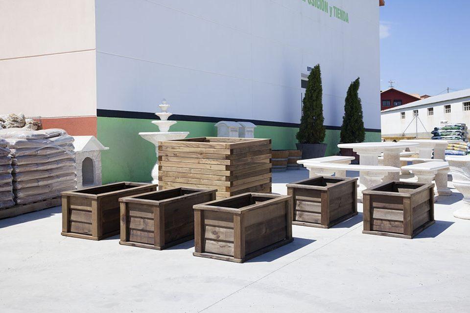 Decora tus flores y plantas con jardineras de madera la rioja for Jardineras con palets de madera