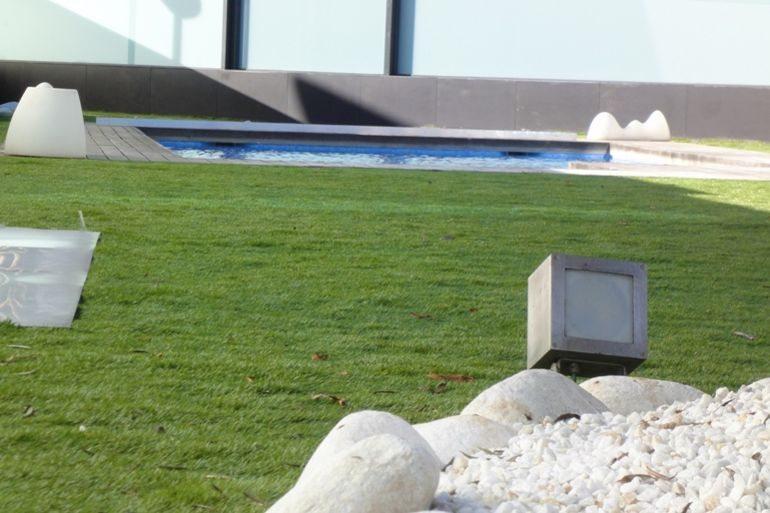 Viste tu jard n con un precioso c sped natural la rioja - Cesped artificial precio ...