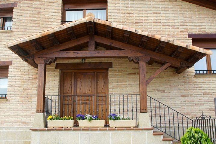 Con las marquesinas de madera podr s proteger tu entrada - Tejadillos sobre puertas ...