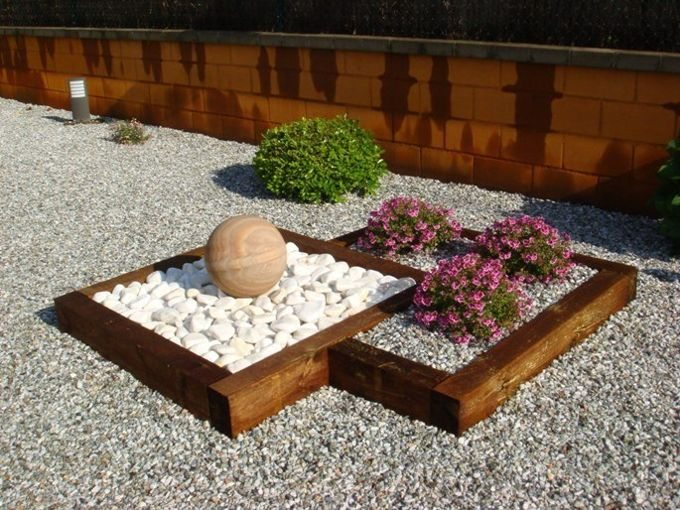 Decora tus jardineras con traviesas de bordillo de madera for Bordillos para jardin